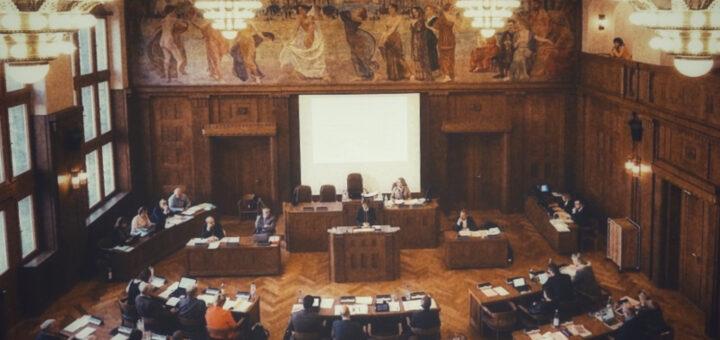 Blick in des Ratssaal des Neuen Rathauses in Chemnitz