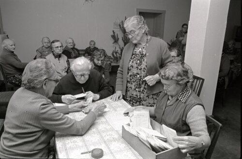 Rentenauszahlung an die Bewohner eines Altenheimes